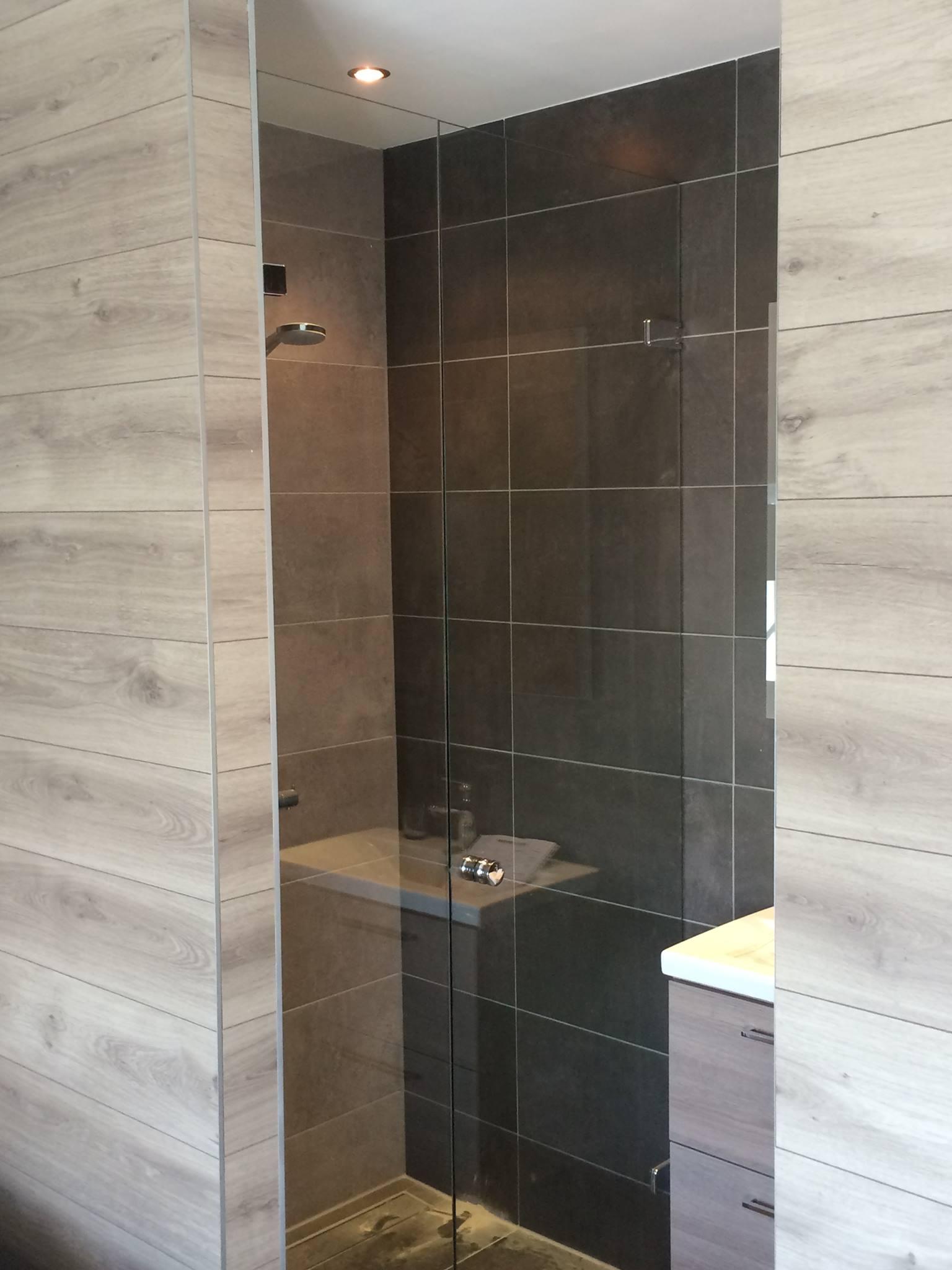 Gruko Montage is de landelijke specialist in de montage van glazen douchedeuren